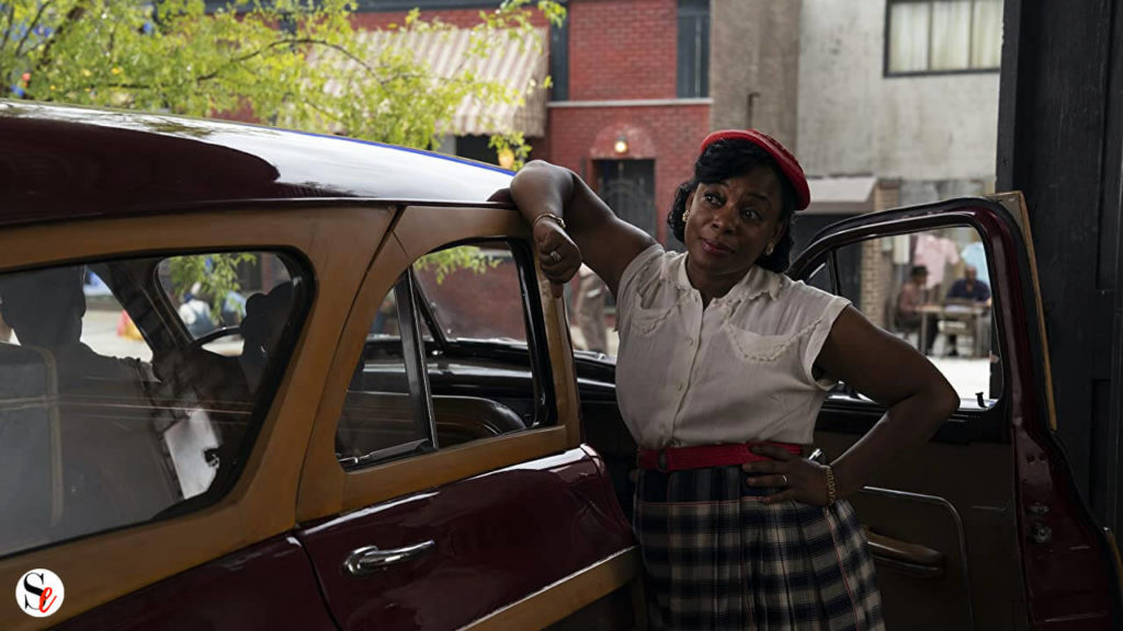 Mujer sobre coche